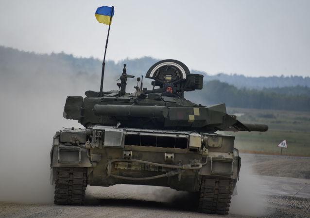 Ukrajinský tým na tanku Т-84 během tankové soutěže Strong Europe Tank Challenge v  německém Grafenwöhru