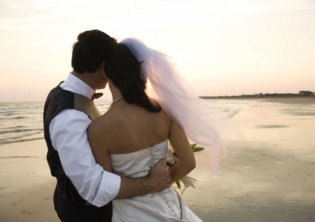 Manželé na pláži