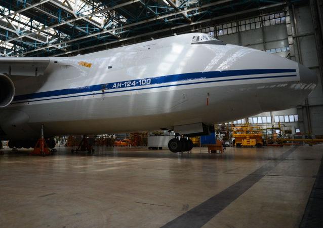 An-124 v Uljanovsku