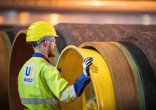 Nanesení betonu na potrubí pro Severní proud ve Finsku