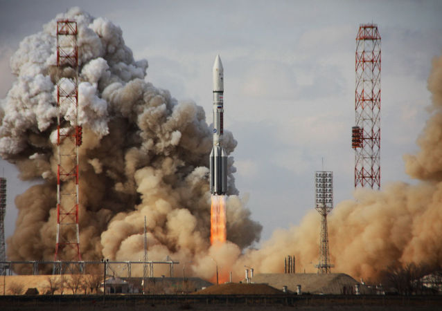 Raketa Proton-M se satelitem Intelsat-22