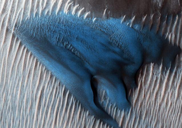 Tento týden v obrazcích. Uchvacující fotbalové zápasy a písečné duny na Marsu