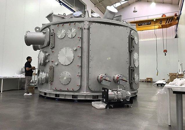 Vakuová komora na laserové a plamenné zkoušky