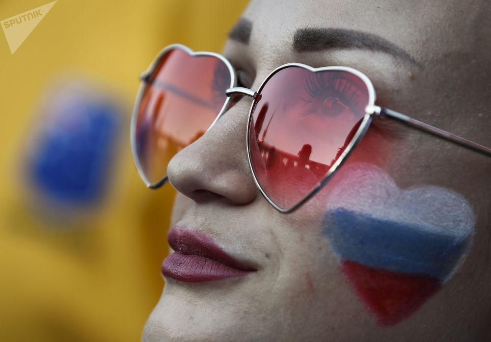 Fanynka ruského národního týmu během zápasu MS mezi týmy Uruguaye a Ruska.
