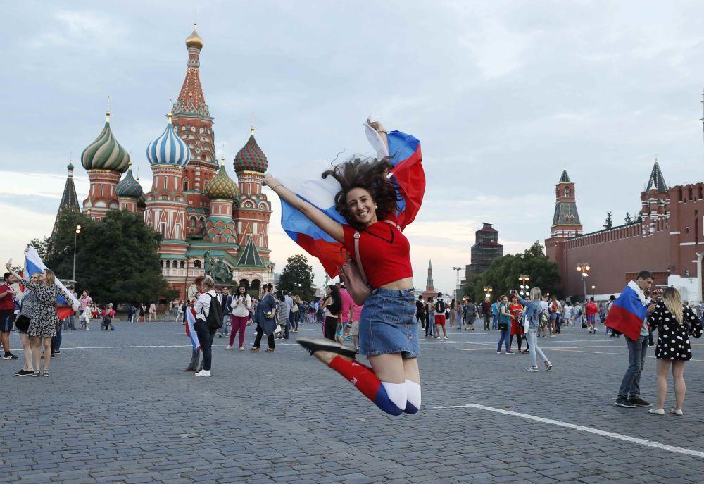 Národ jásá. Jak v Moskvě oslavili vítězství Ruska nad Španělskem