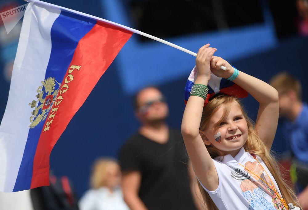 Fanynka ruského národního týmu před zápasem Světového poháru mezi národními týmy Uruguaye a Ruska, 2018