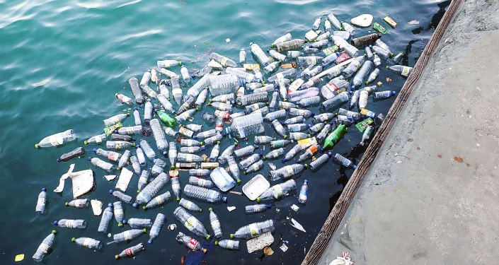 Plastové lahve ve vodě