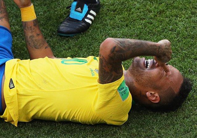 Neymar při zápase s Mexikem