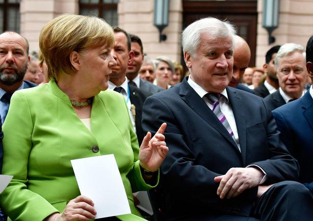 Německá kancléřka Angela Merkelová a ministr vnitra Horst Seehofer během Celosvětového dne běženců