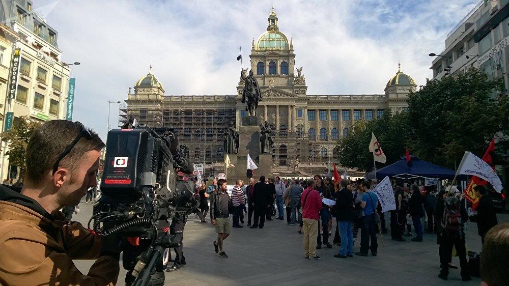Protest vůči NATO v Praze na Václavském náměstí. 11. 7. 2018