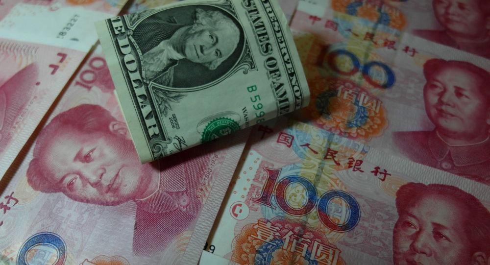 jüan a dolar