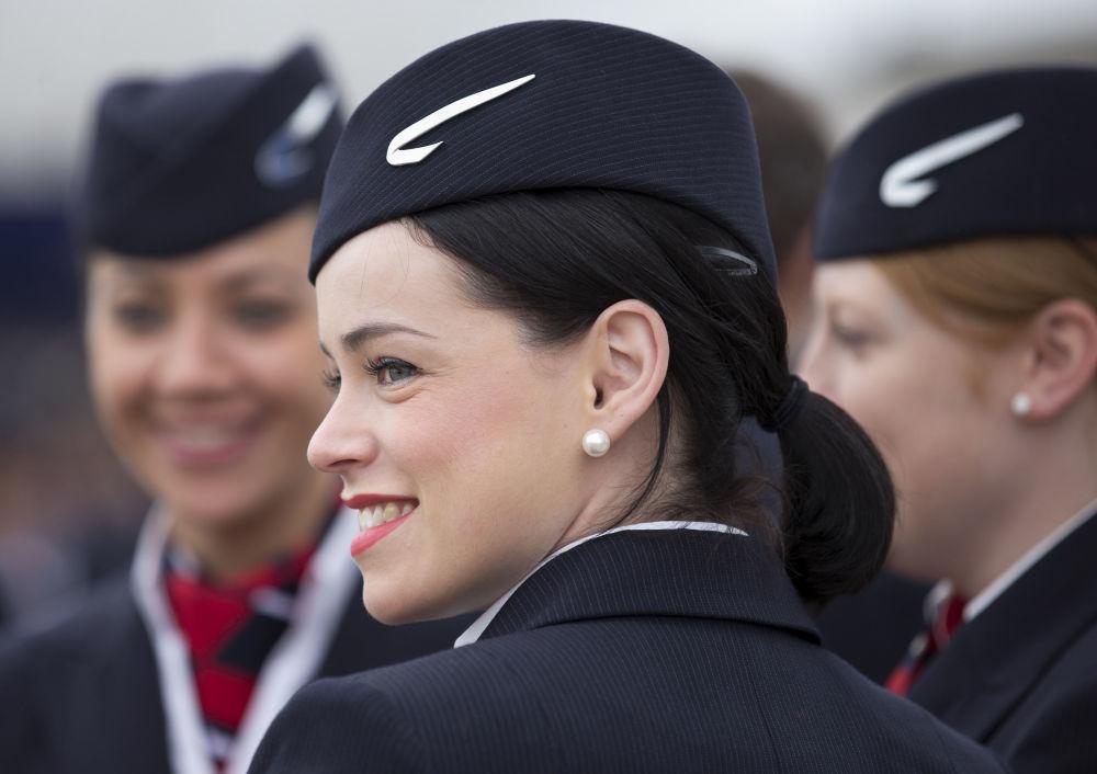 Letušky British Airways na letišti Heathrow v Londýně