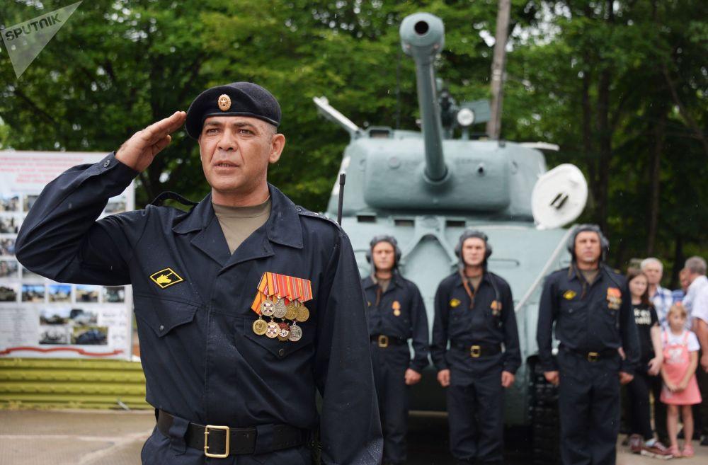 Druhý život Shermana: v Rusku rekonstruovali tank, který ležel v moři 70 let