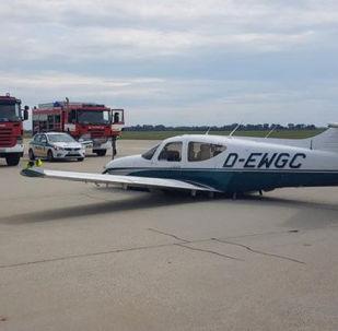 Malé letadlo Rochwell 112-Commander 115 TC po přistání na bratislavském letišti