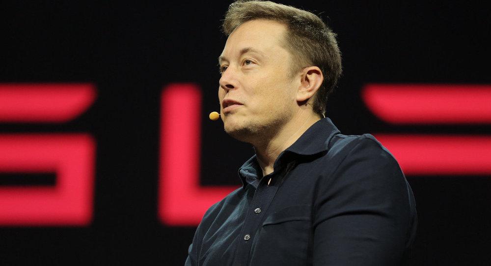 Akcie Tesly se topí poté, co Musk urazil potápěče, k omluvě ho přinutili investoři