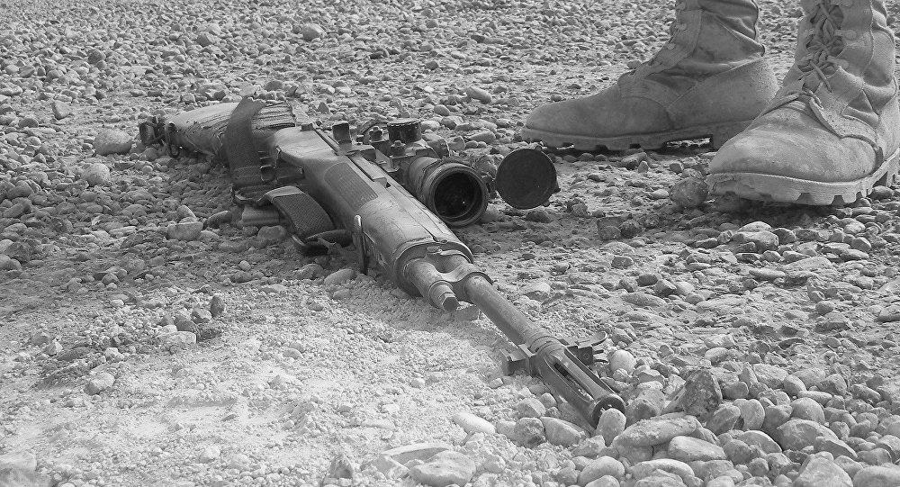 puška a boty armády USA