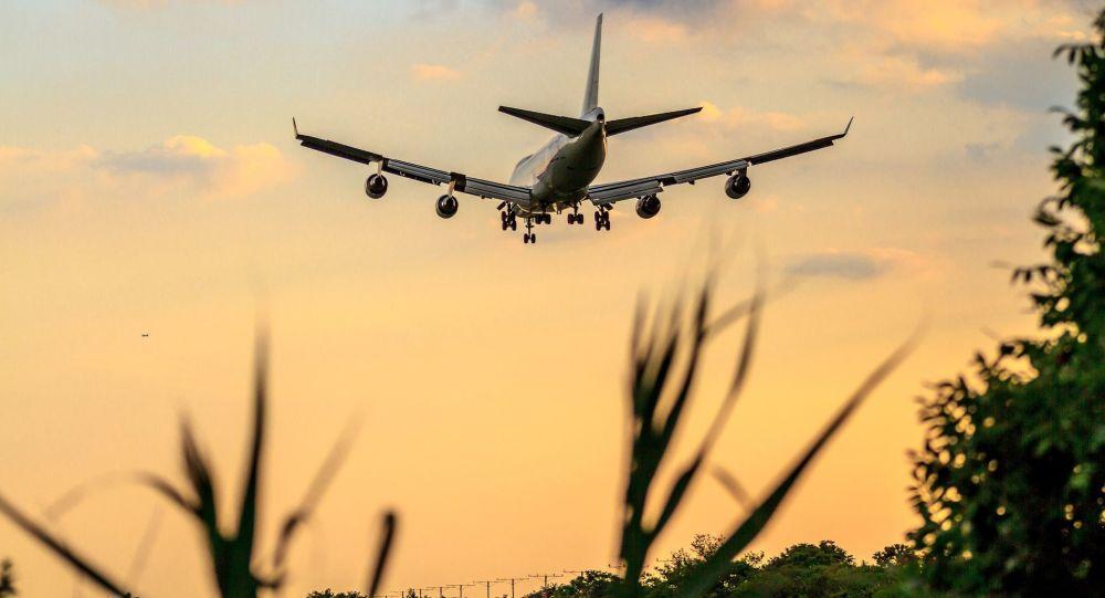 Letadlo společnosti Boeing během přistání