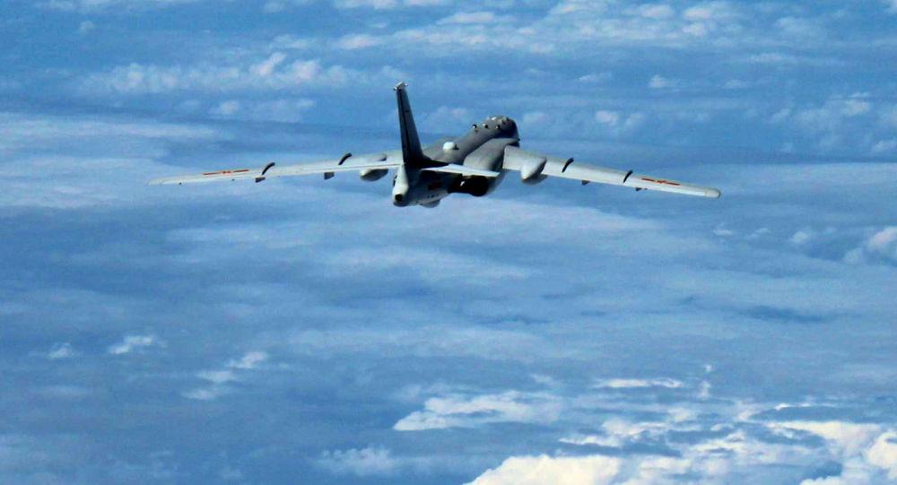 Čínský bombardér Xian H-6K nad Jihočínským mořem