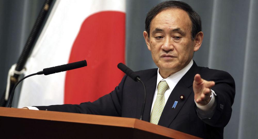 Generální tajemník japonského kabinetu ministrů Jošihide Suga