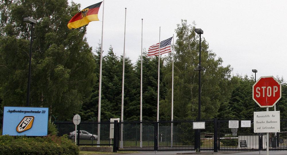 Hlavní brána letecká základny Büchel. Ilustrační foto