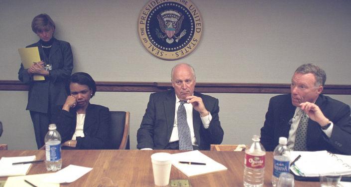 Fotografie z porady v Bílém domě po teroristickém činu 11. září