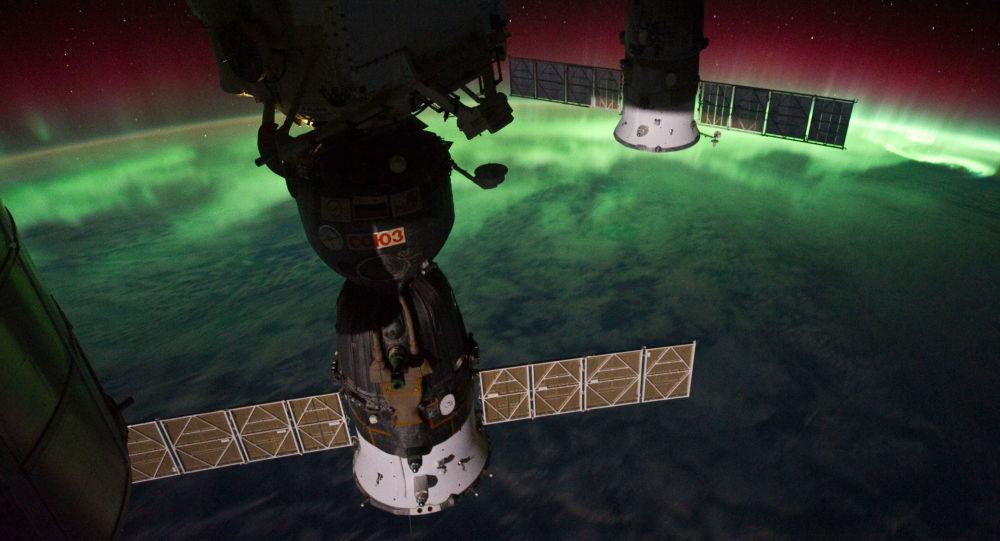 Polární záře nad Novým Zélandem, zachycená z ISS.