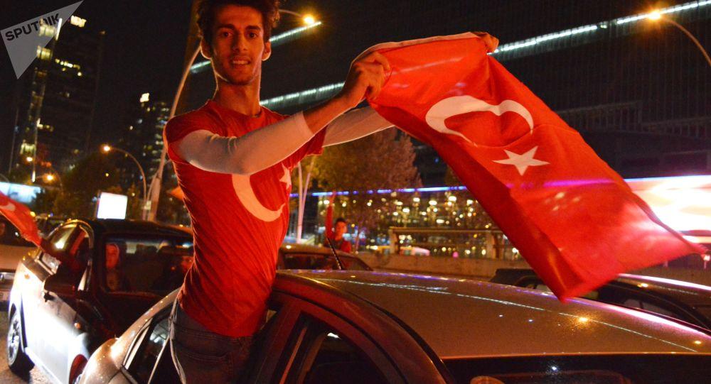 Přívrženec prezidenta Erdogana v Ankaře