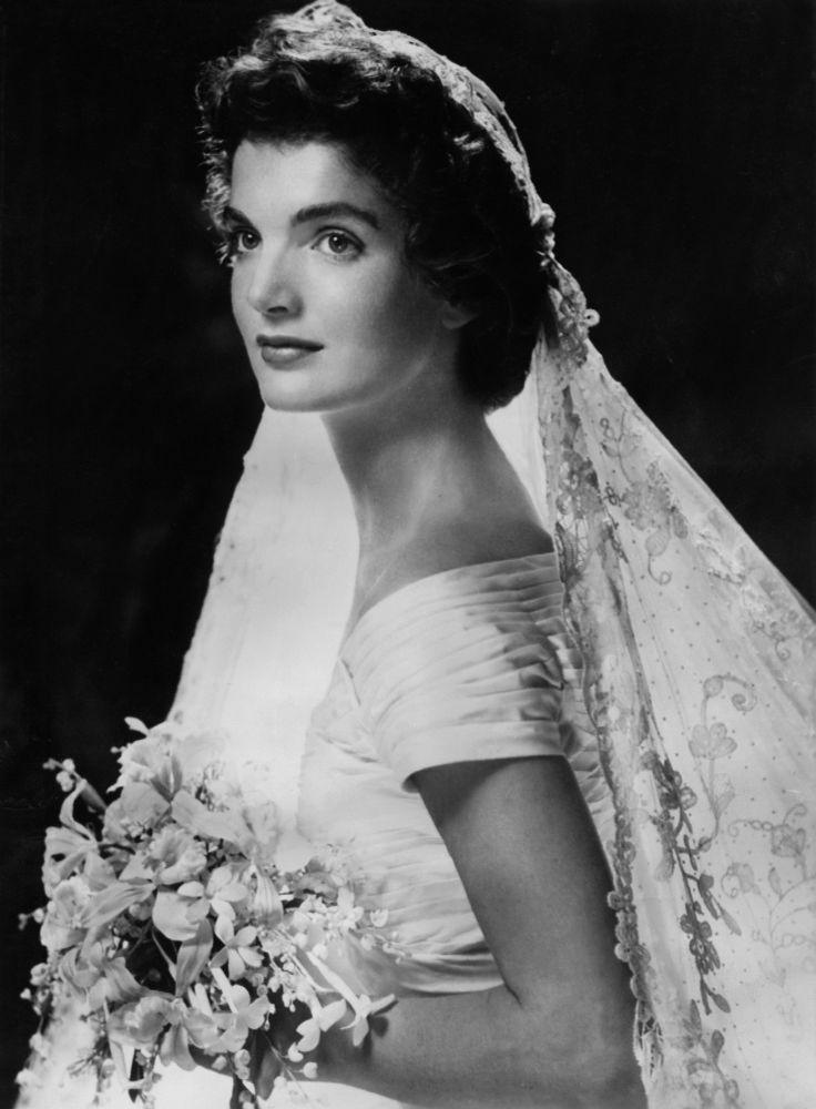 Svatební portrét Jacqueline Kennedyové
