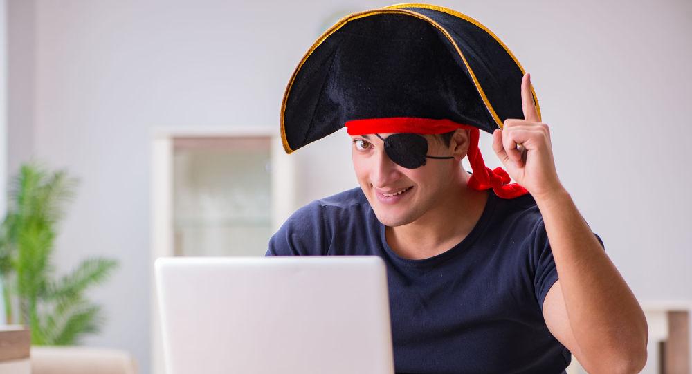 Muž u počítače. Ilustrační foto
