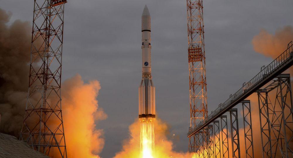 Raketa Proton s kosmickým aparátem ExoMars - 2016 během startu z Bajkonuru