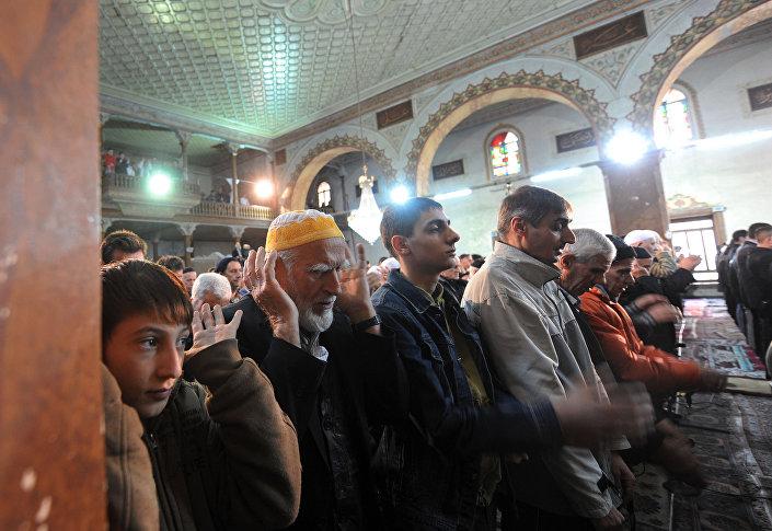 Makedonští muslimové při modlitbě