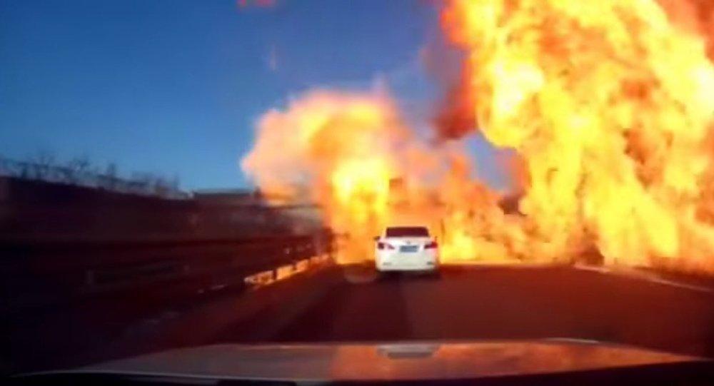 Exploze na silnici. Ilustrační foto