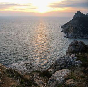 Černé moře v okolí Balaklavy, Krym