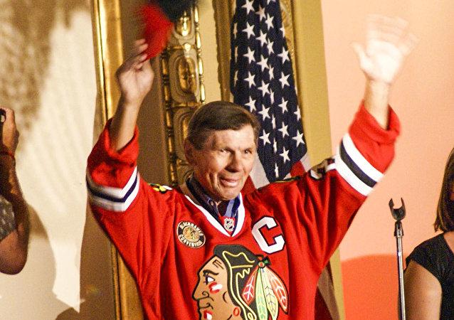 Legendární útočník Chicaga Blackhawks Stan Mikita