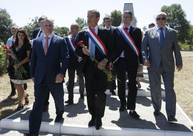 Francouzští poslanci na Krymu v červenci roku 2015
