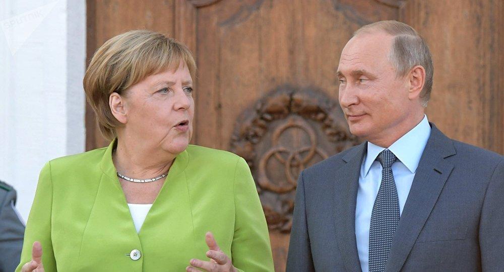 Vladimir Putin s Angelou Merkelovou v Německu