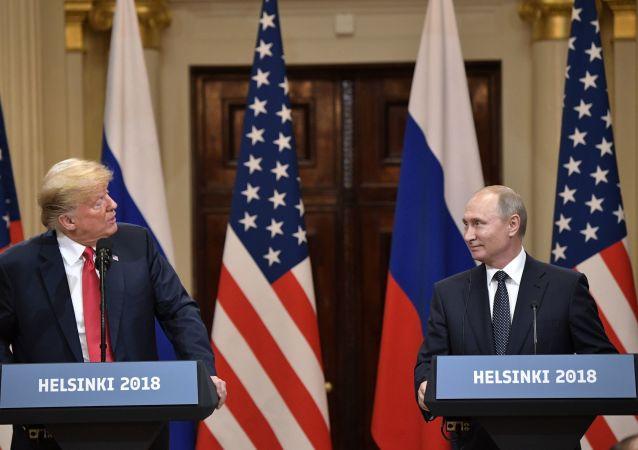 Ruský prezident Vladimir Putin a prezident USA Donald Trump v Helsinkách