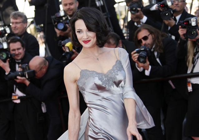 Italská herečka a režisérka Asia Argentová na 66. mezinárodním filmovém festivalu v Cannes (26. května 2013)