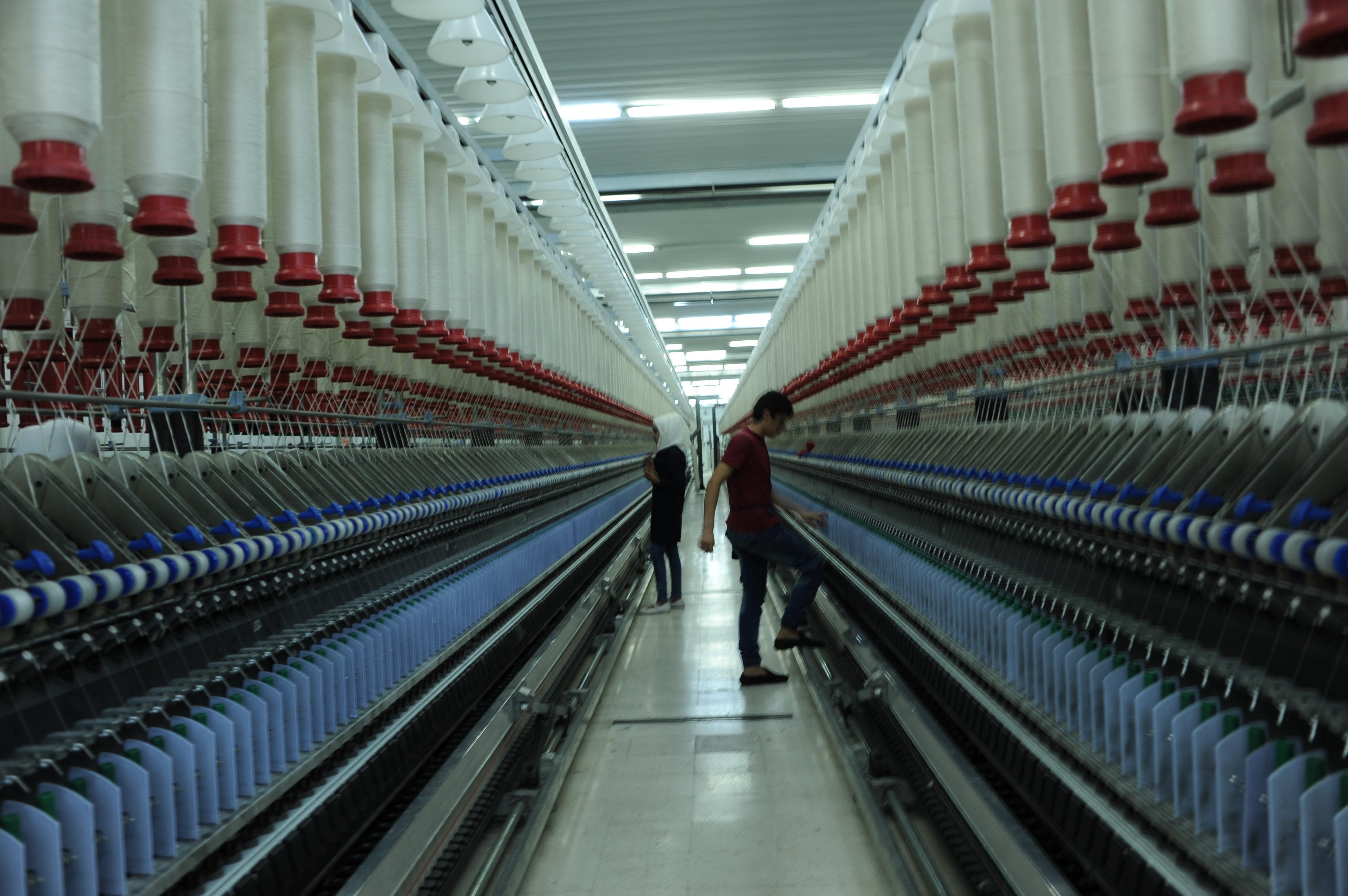 Textilní fabrika v industriálním centru Šejk Nadžar v provincii Aleppo opět funguje