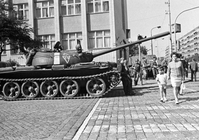 Sovětský tank v Prarze (srpen 1968)