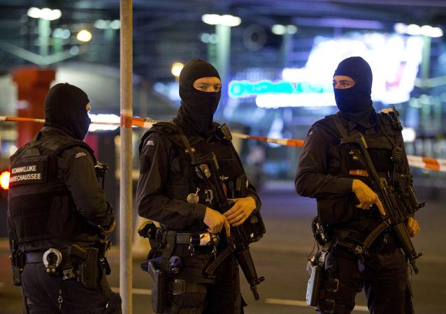 Vojenská policie v Amsterdamu. Ilustrační foto