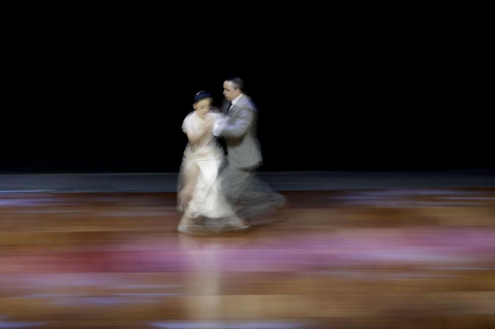 Argentinský pár Federico Ibañez a Nuria Lazo vystupují na MS v tangu v Argentině.