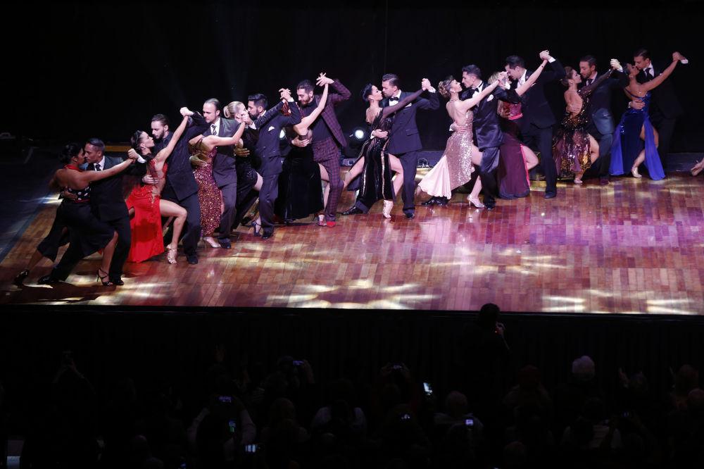 Tanečníci vystupující na Mistrovství světa v tangu v Argentině.