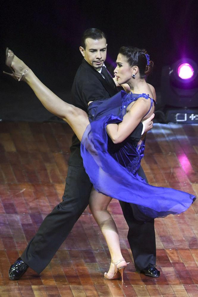 Italský pár Simone Facchini a Gioia Abballe vystupují na Mistrovství světa v tangu v Argentině.