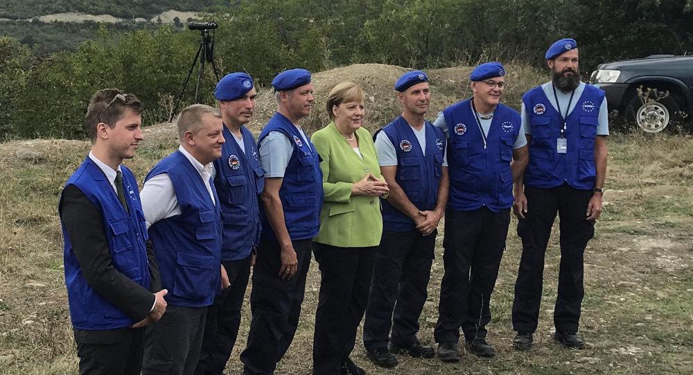 Německá kancléřka Angela Merkelová na hranici mezi Gruzií a Jižní Osetií