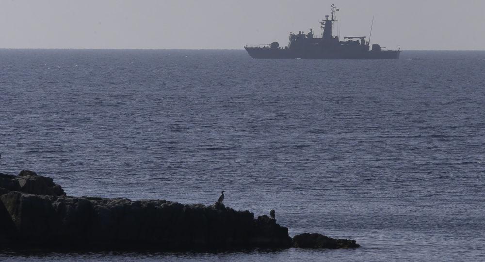 Loď řeckého námořnictva v Egejském moři