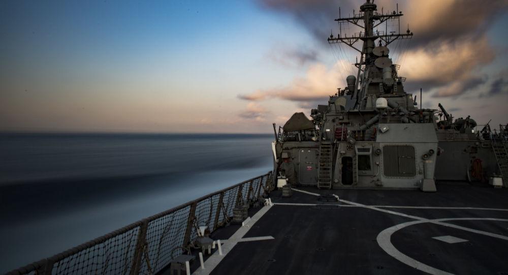 Torpédoborec Carney v Černém moři