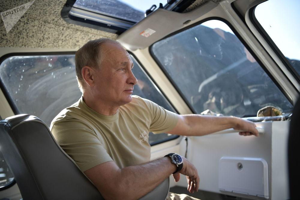 Putin strávil víkend na Sibiři po boku Šojgu a šéfa FSB