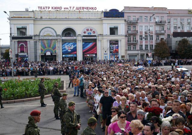Pochod na památku Zacharčenka v Doněcku