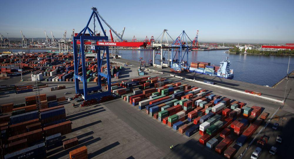 Pohled na přístav v Hamburku. Ilustrační foto